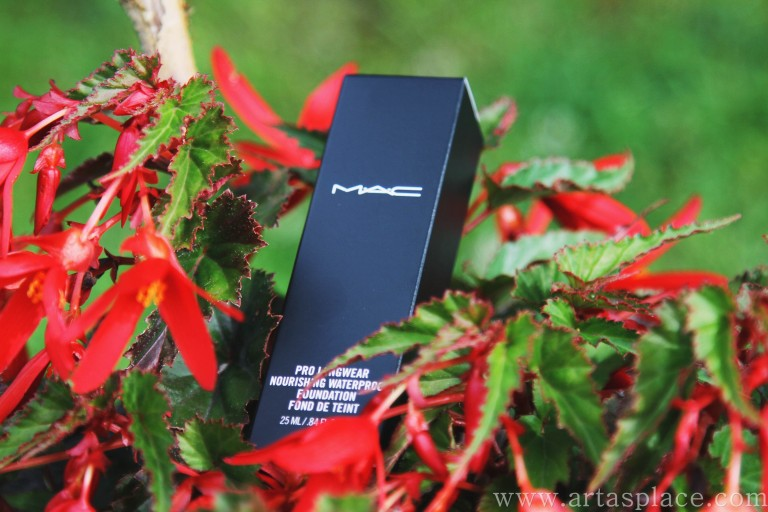 Atsauksme: MAC Pro Longwear Nourishing Waterproof Foundation